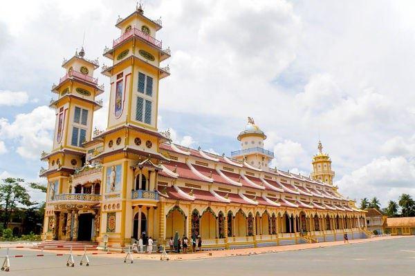Du Lịch Tòa Thánh Cao Đài Tây Ninh - Địa Đạo Củ Chi 1 Ngày